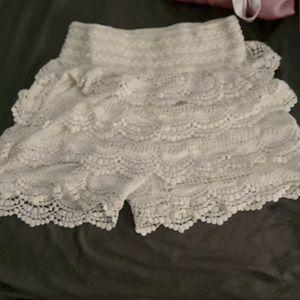 White crochet pattern multi tier shorts